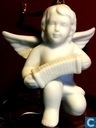 Engel legt Akkordeon