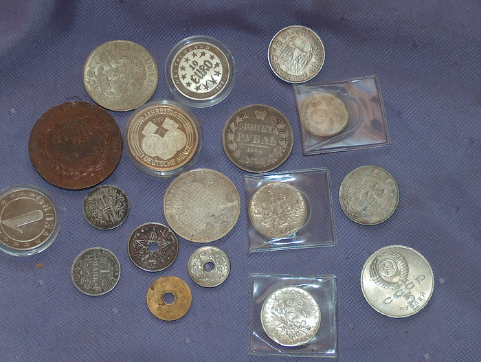 many coins from all - photo #27