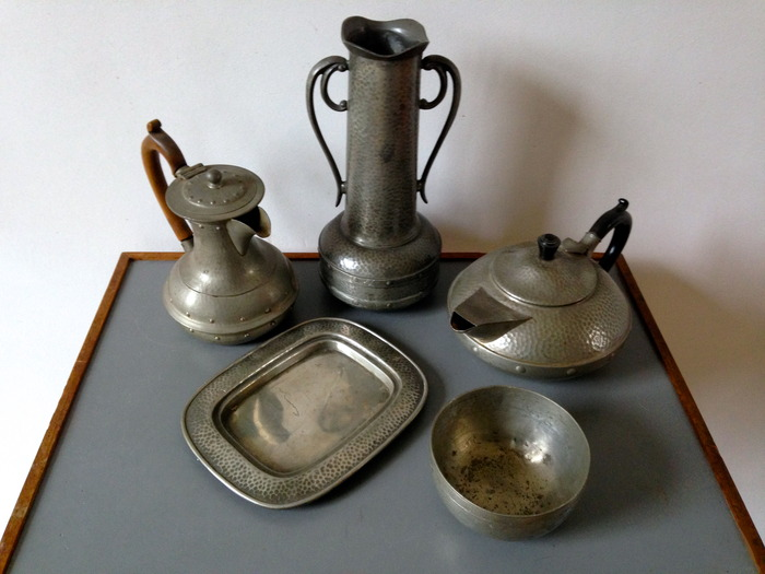 rts and Crafts movement Pewter Art deco objects