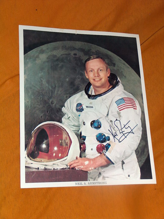neil armstrong was left handed - photo #3