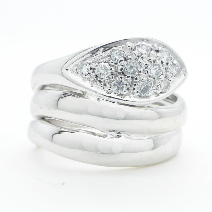 18 kt white gold snake ring with 0 33 ct of diamonds