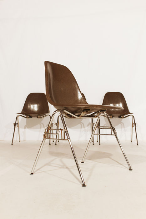 Charles ray eames pour herman miller 6 chaises en fibre de verre quo - Chaise eames fibre de verre ...