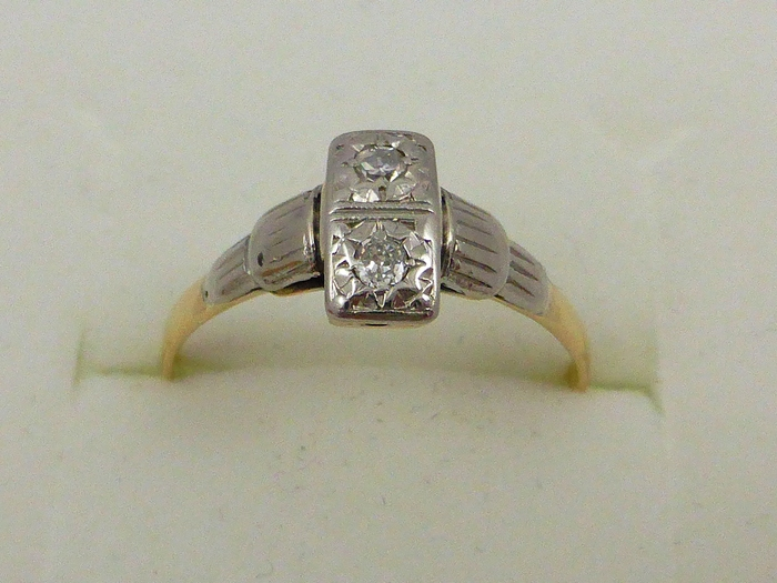 Art deco gold ring with 2 old cut diamonds set in platinum catawiki - Deco eetkamer oud ...