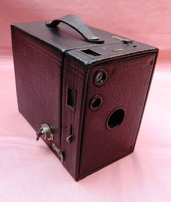 ancien appareil photo box kodak brownie n 2 a catawiki. Black Bedroom Furniture Sets. Home Design Ideas