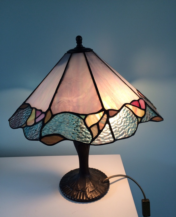 stained glass lamp iridescent glass with cast iron base catawiki. Black Bedroom Furniture Sets. Home Design Ideas