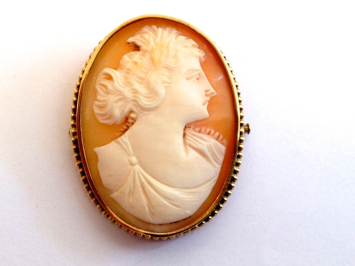 how to tell a real cameo brooch