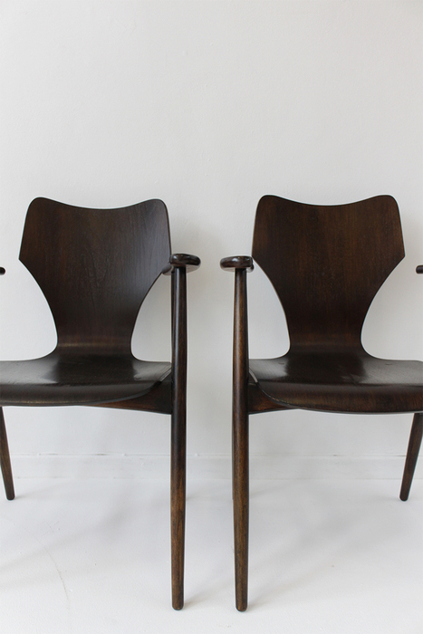 Louis van Teeffelen 3 chairs with armrests   Catawiki