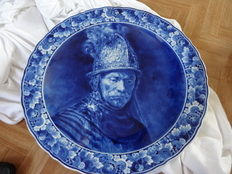 Porceleyne fles - hand-painted wall plaque with image of Rembrandt as a soldier