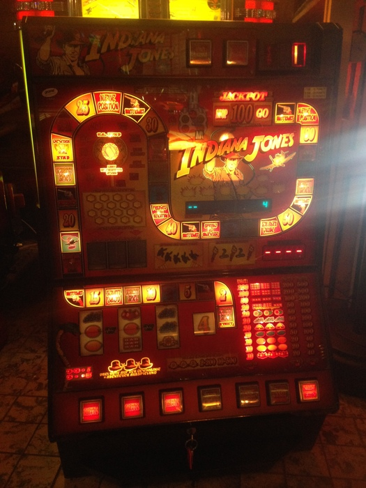 Indiana jones slot machine