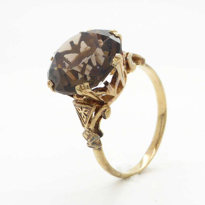 antique gold ring with a 6 80 ct smoky topaz catawiki