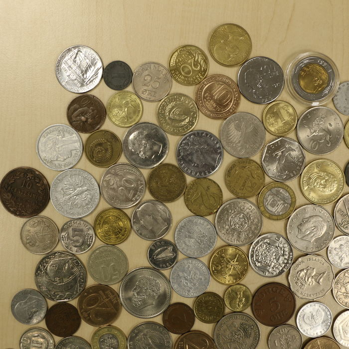 many coins from all - photo #8