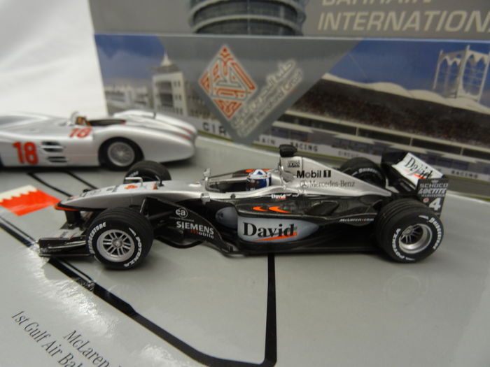 Minichamps schaal 1 43 bahrain international set met for Mercedes benz bahrain