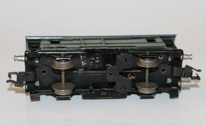 Model Railroad Coupler Types : Märklin h six different railcar types with hose claw