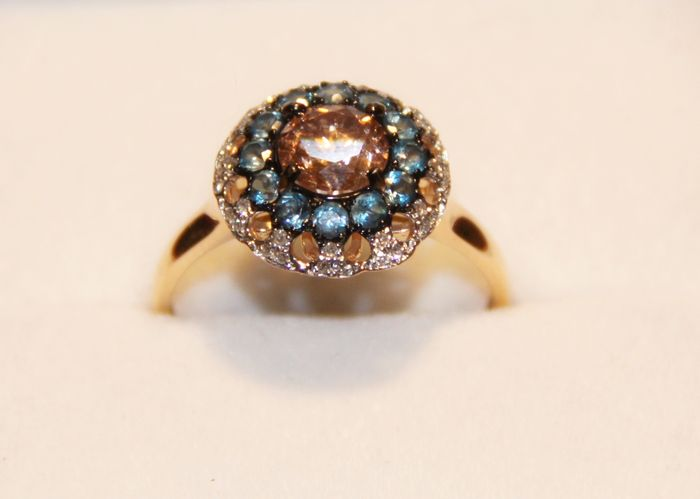 1 carat pink ring surrounded with white