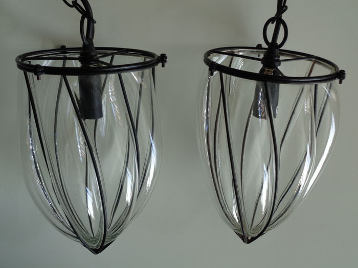 A pair of decorative pendant lights blown glass encased in metal catawiki - Stel een dressoir glas ...