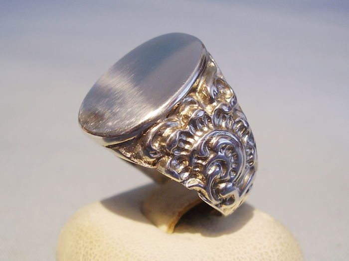 gents antique silver ring with monogram catawiki