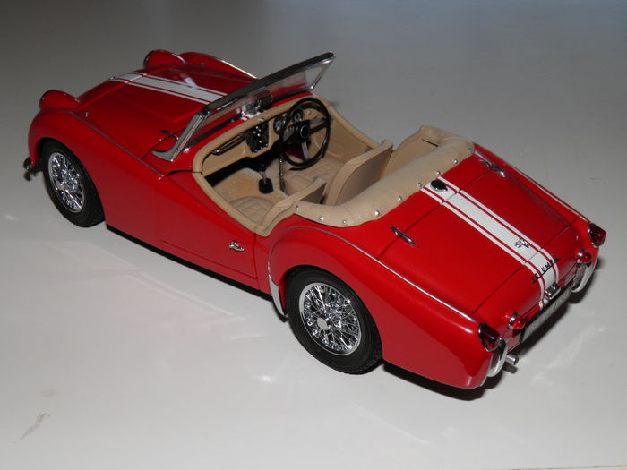 Kyosho scale eighteenth triumph tr3a red with white striping catawiki - Bed met schaal ...