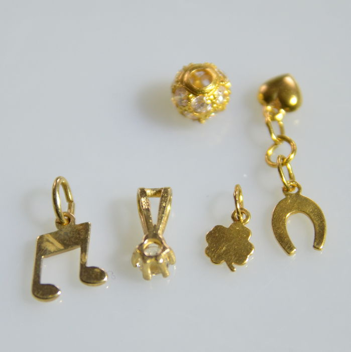 six different charms 14k catawiki