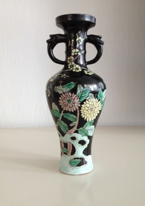chinese famille noir vase china 19th century catawiki. Black Bedroom Furniture Sets. Home Design Ideas