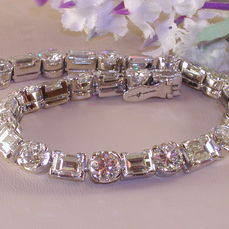 Check out our Diamond Jewellery auction