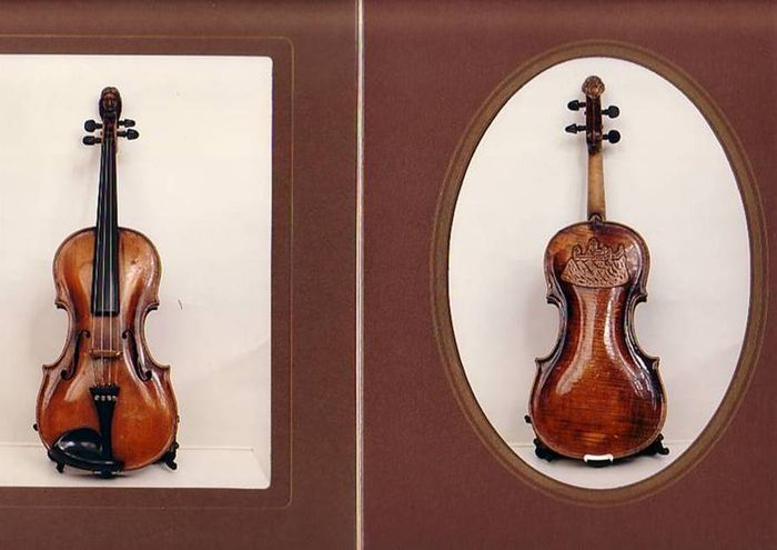 volin dating Is this an old violin, an old violin or a fake old violin by diane bruce we frequently receive phone calls about old modern violins it's understandable to most people, anything over 5 years is old - cars, television, and grandma.