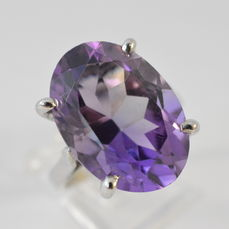 Magnificent ring with exceptionally large amethyst of 13.50 ct