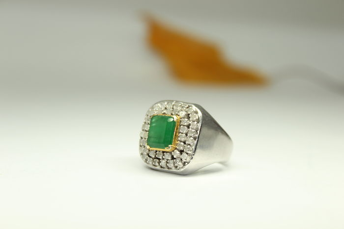 Men's ring set with natural emerald and 42 diamonds Catawiki