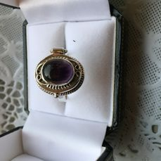Silver poison ring / opium ring with natural amethyst