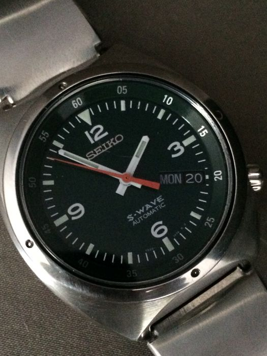 dating a vintage seiko watch Budget watch collecting/fake seikos there is also the problem of frankenseikos, watches using authentic seiko parts day/date disks poorly aligned.
