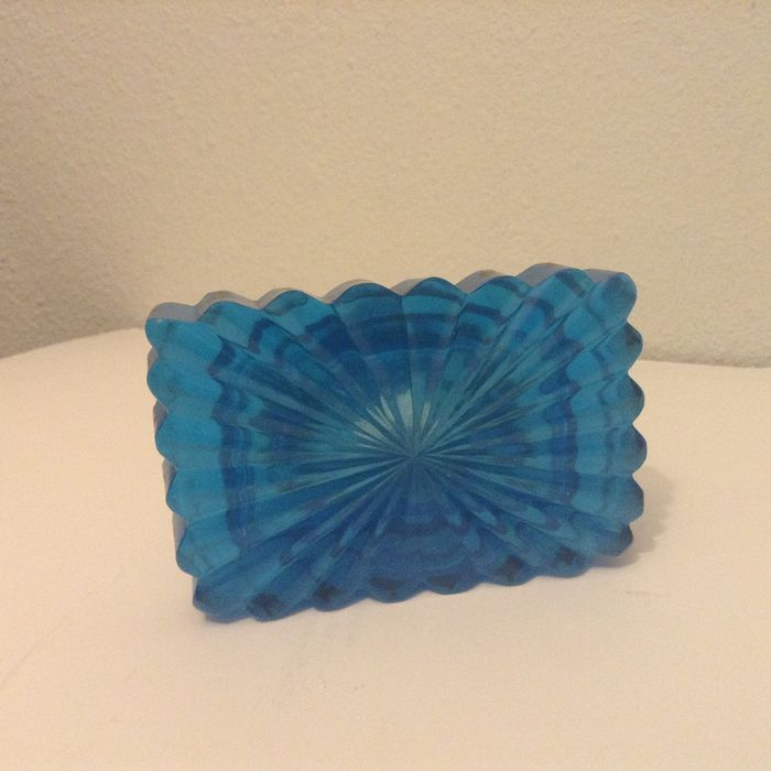 Faceted blue glass inkwell with gold decoration france 1860 catawiki - Blauwe turquoise decoratie ...