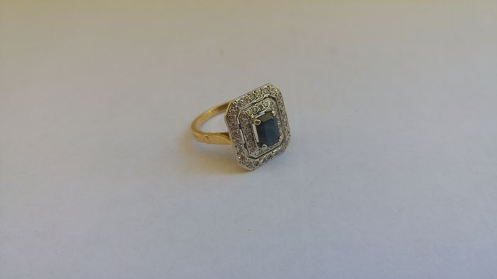 Gold ring with a 1 5 ct sapphire and diamond decoration for 5 golden rings decorations