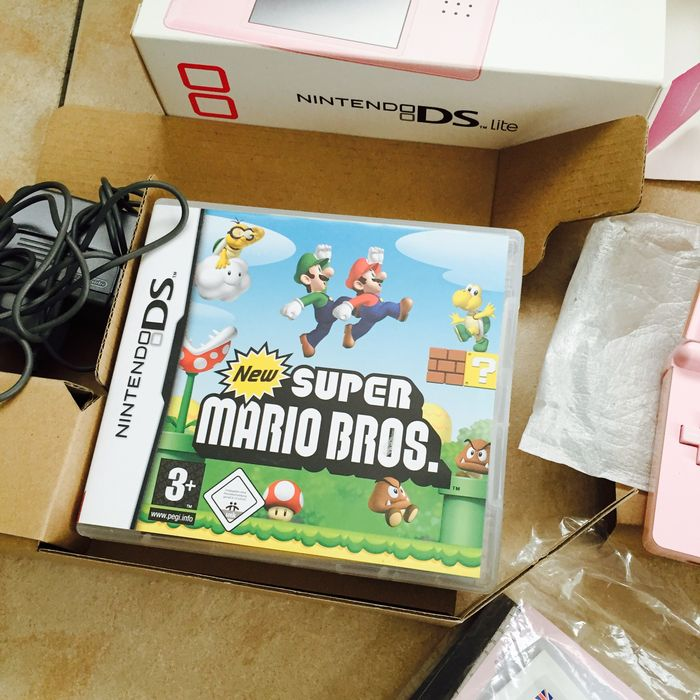 nintendo ds lite incl mario games boxed catawiki. Black Bedroom Furniture Sets. Home Design Ideas