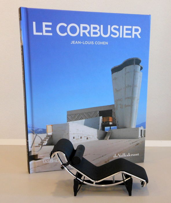 Literatuur boek le corbusier en miniatuur chaise longue for Chaise longue le corbusier wikipedia