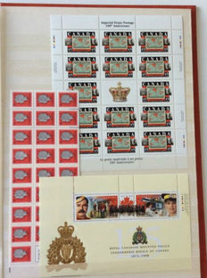 World - Batch with i.a. 52 stamp booklets