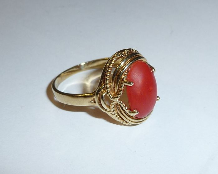 Antique 333 8 karat gold ring with precious coral and for 5 golden rings decorations