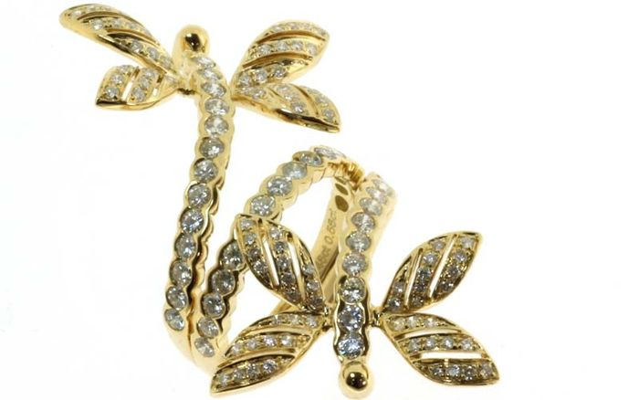 dragonfly ring in 18k yellow gold set with white