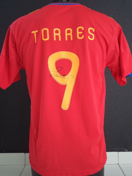 07/02/ · Gerard Piqué shows off his Unscriptd 28, views. Fernando Torres is cooking for chinese (with Torres 9 shirt printing.