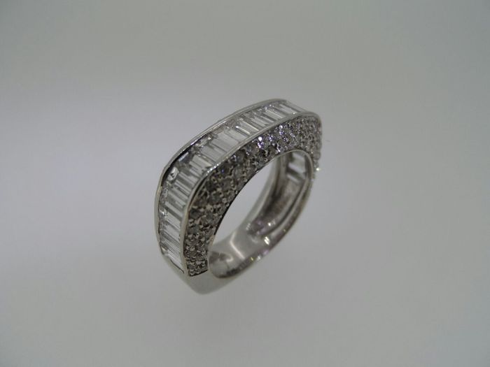 half alliance ring set with brilliant and baguette cut diamonds catawiki. Black Bedroom Furniture Sets. Home Design Ideas