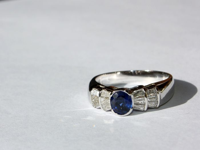 italian 18k white gold ring with sapphire and diamonds