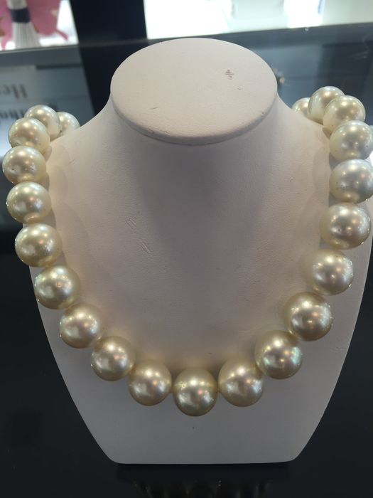 Rare South Sea pearl with 30 pearls of 13-16 mm - Catawiki