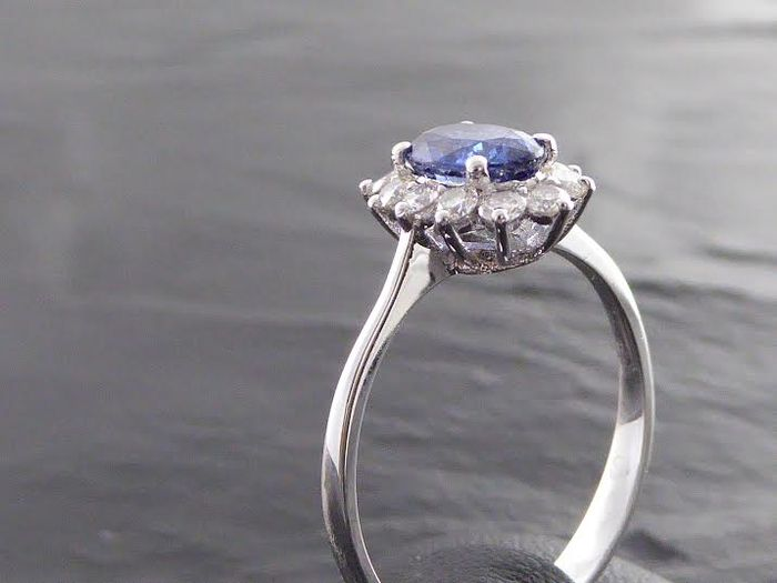 sapphire ring surrounded with brilliant cut diamonds