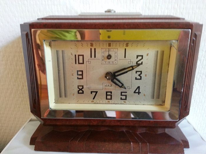 Jaz art deco bakelite alarm clock catawiki Art deco alarm clocks