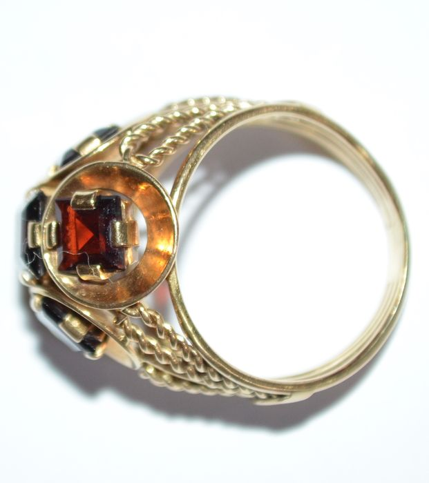 yellow gold ring five princess cut garnet stones catawiki