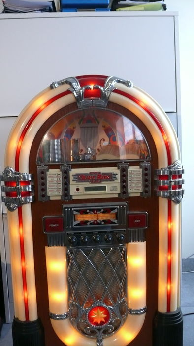 baby wurlitzer jukebox to the original model from 1946. Black Bedroom Furniture Sets. Home Design Ideas