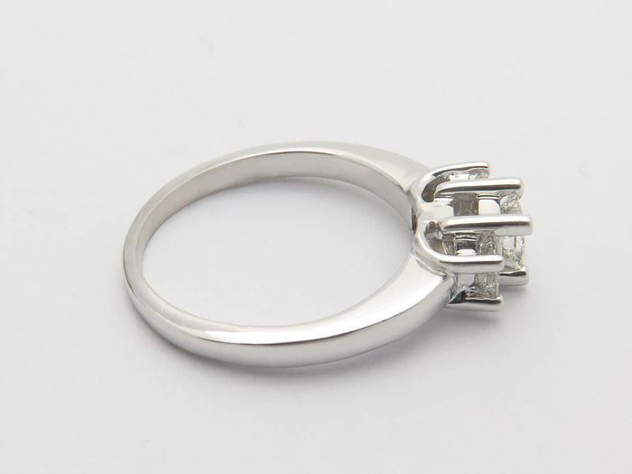 platinum white gold ring with diamonds 0 55 ct vs si