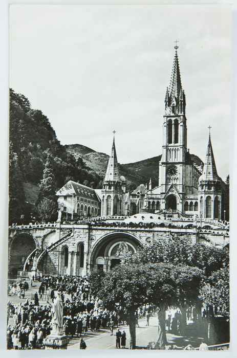 how to get to lourdes from paris france