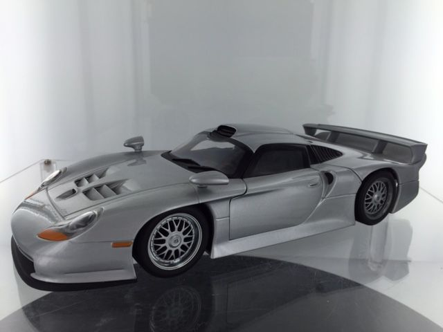 ut models scale 1 18 porsche 911 gt1 street car 1997 silver metallic catawiki. Black Bedroom Furniture Sets. Home Design Ideas