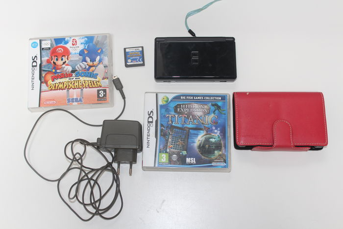 nintendo ds lite incl 3 and mario games including pokomon catawiki. Black Bedroom Furniture Sets. Home Design Ideas