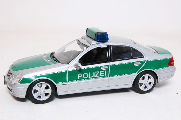 minichamps scale 1 43 mercedes benz e klasse polizei braunschweig 2004 catawiki. Black Bedroom Furniture Sets. Home Design Ideas