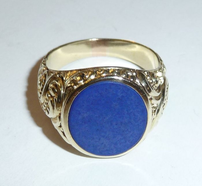 antique gold ring with lapis lazuli and roccalien